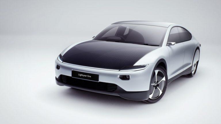 L'auto elettrica con pannelli solari arriva dall'Olanda