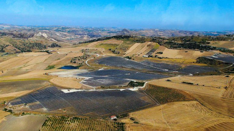 Inverter PVS-175 di ABB alimentano parco fotovoltaico in Sicilia