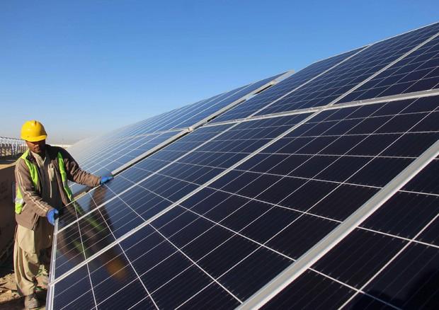 Rinnovabili: in 10 anni investiti 2.600 miliardi nel mondo. Cina al top