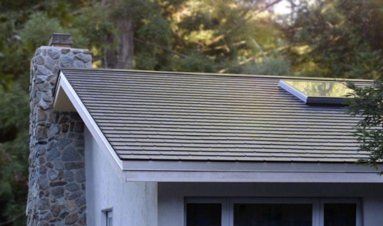 Tesla: svelata la nuova versione del suo tetto fotovoltaico