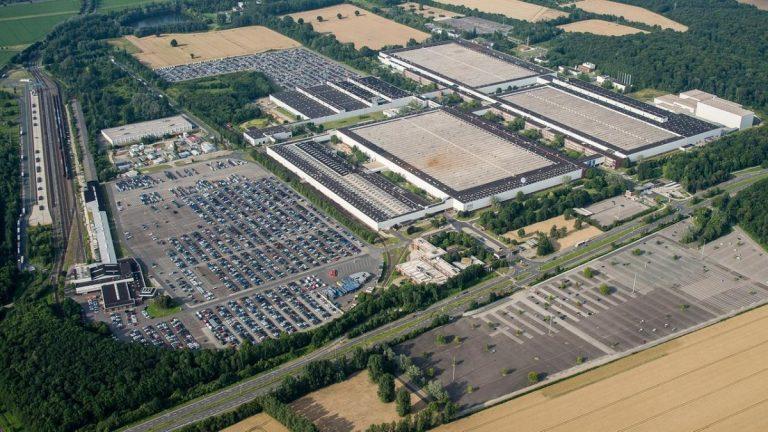 I macchinari Solith di SOVEMA nella linea Volkswagen per la produzione di celle batteria
