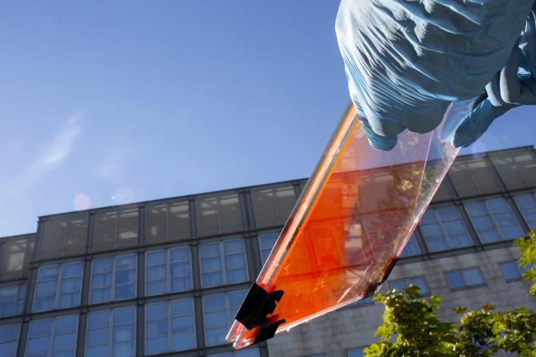 Milano-Bicocca, record di efficienza per le finestre fotovoltaiche Glass to Power