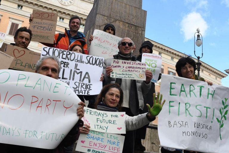 Fridays For Future: Italia voti contro fondi a fonti fossili
