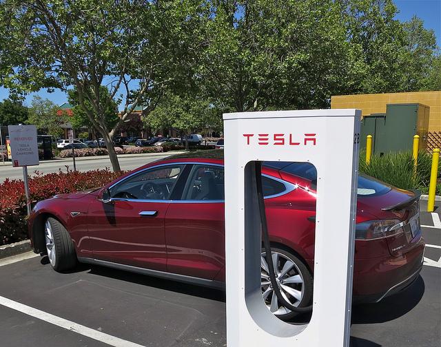 Sono 500 le stazioni Supercharger di Tesla in Europa, 33 in Italia