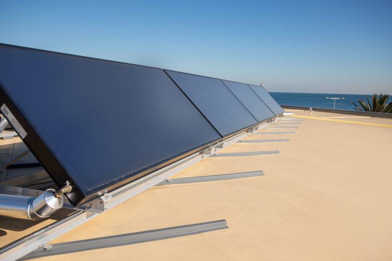 Fissaggio dei pannelli fotovoltaici, la nuova soluzione di RENOLIT WATERPROOFING
