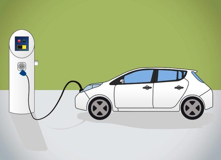 """ARERA, adeguare la rete elettrica per arrivo di milioni di auto """"green"""""""