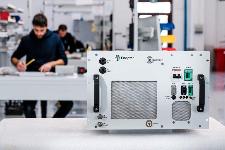 Nuovo elettrolizzatore Enapter, consumi ridotti, più efficienza energetica e modularità