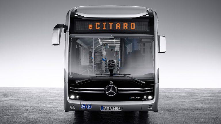 Il bus elettrico di Mercedes aumenta l'autonomia con le batterie Akasol