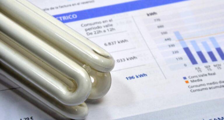 Bollette energetiche: +3,3% per l'elettricità, cala ancora il gas