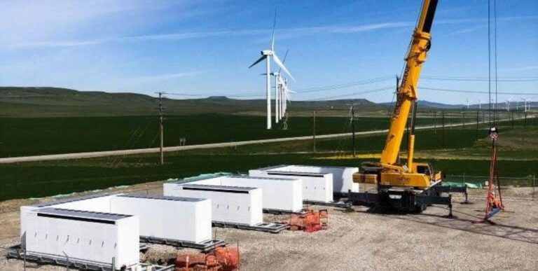 Tesla PowerPack, l'energia accumulata supporta nuova centrale eolica in Canada