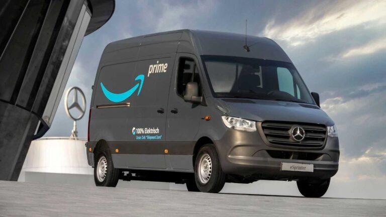 Mercedes-Benz consegna più di 1.800 veicoli elettrici ad Amazon per l'Europa