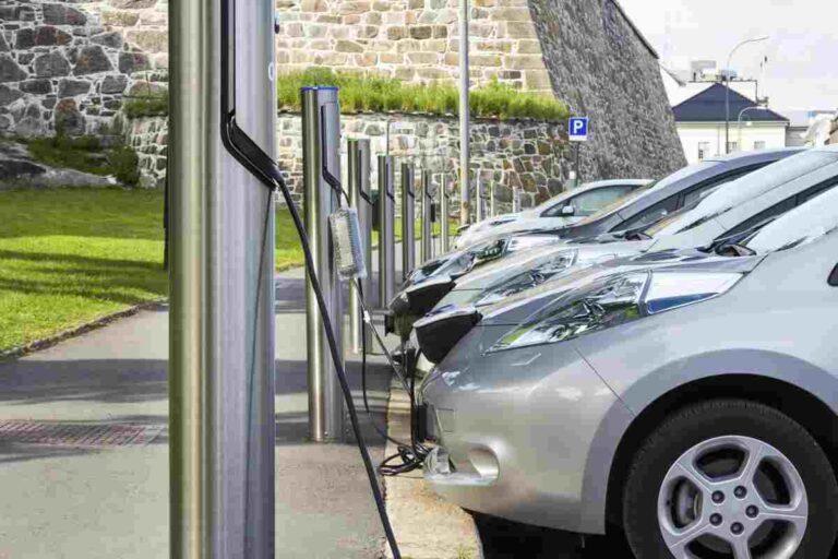 DL Semplificazioni, 60.000 colonnine di ricarica per le auto elettriche