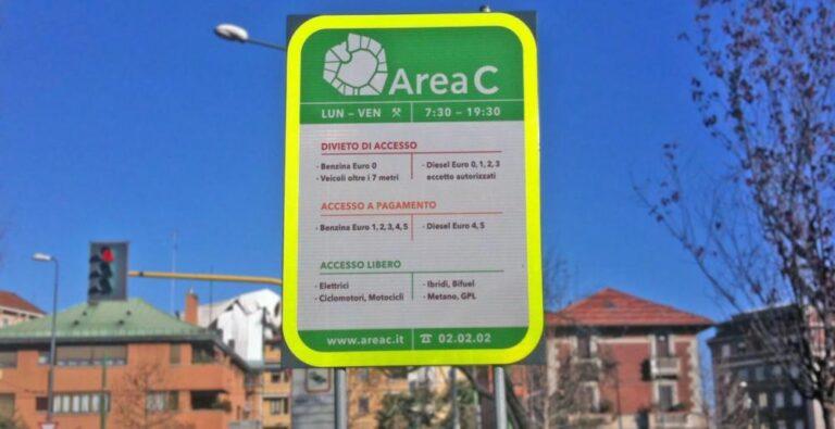 Area C Milano, solo auto elettriche dal 2030
