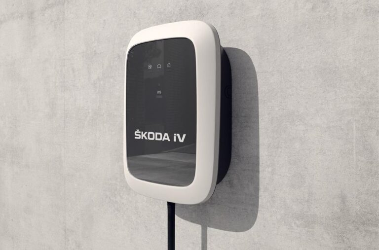 Skoda, ecco la nuova wallbox di ricarica iV Charger per privati e aziende