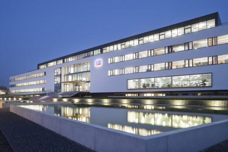 SMA Solar Technology supera il miliardo di euro di fatturato