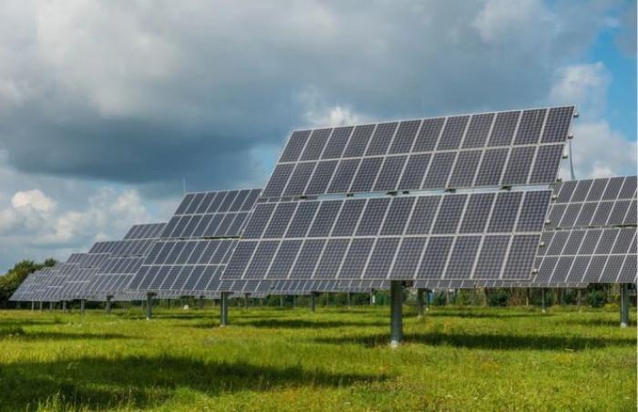 Wood Mackenzie: nuovo calo dei costi per l'energia solare