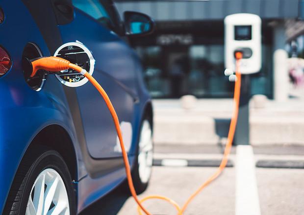 Unione Europea, solo auto elettriche dal 2030