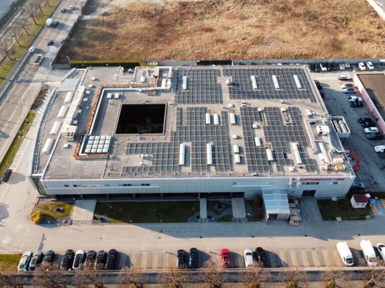 Porsche Italia, FV sui tetti della sede per alimentare le stazioni di ricarica