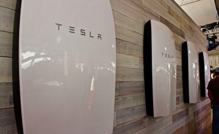 Tesla, la batteria di accumulo Powerwall si acquista solo con l'impianto FV