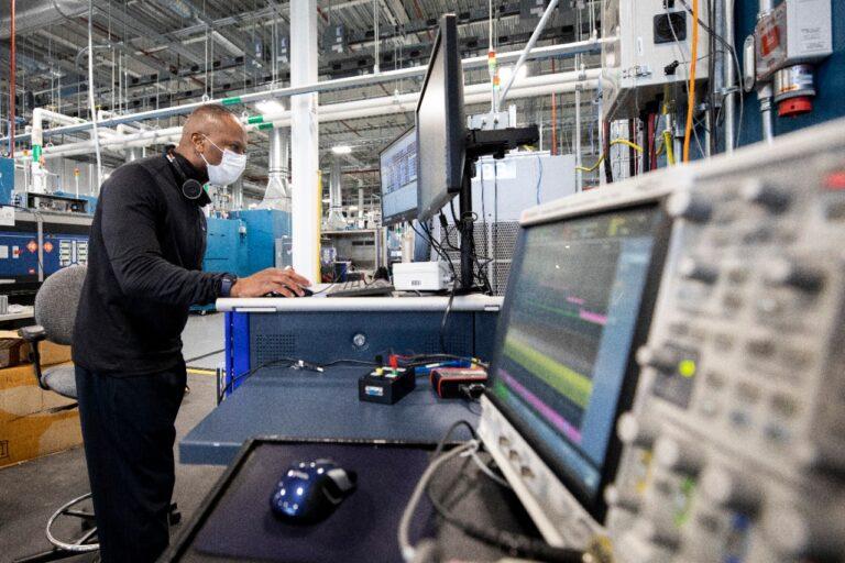 Ford, nuovo centro globale per la ricerca e lo sviluppo delle batterie