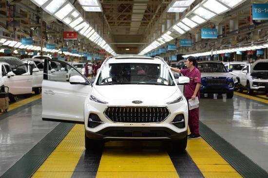 Batterie veicoli elettrici, boom della produzione in Cina