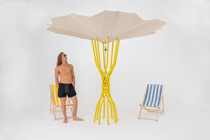 Sammontana, a Milano i test dell'ombrellone fotovoltaico da spiaggia