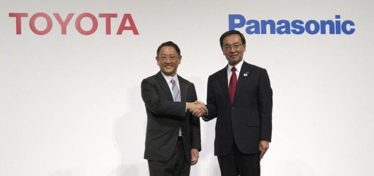 La JV di Toyota e Panasonic riduce i costi delle batterie per contrastare la Cina