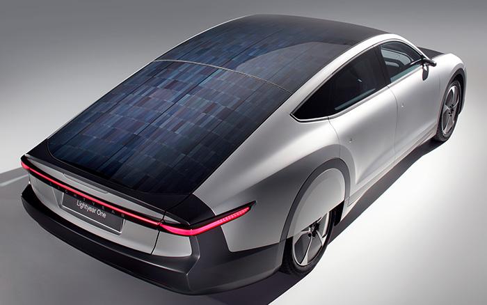 Parte la produzione dell'auto elettrica a pannelli solari di Lightyear