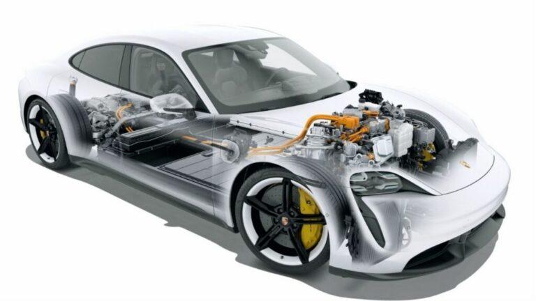 Porsche, join venture con CustomCells per batterie ad alte prestazioni