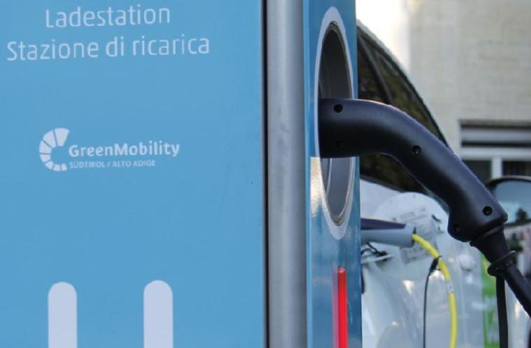 Bolzano, 33 nuove stazioni di ricarica veloce per auto elettriche