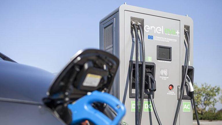 Enel X pronta all'installazione di nuove colonnine di ricarica lungo le autostrade