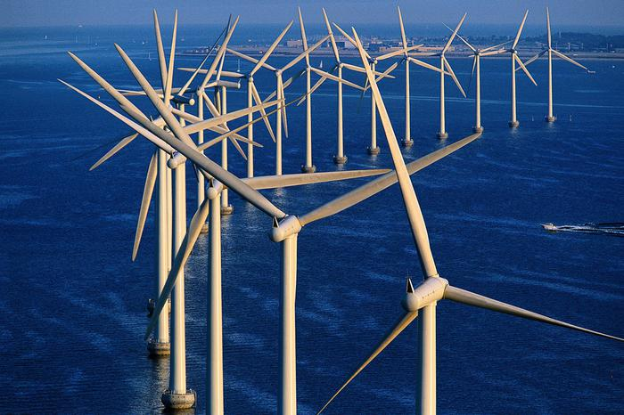 Falck Rnw, partnership con Ørsted per eolico flottante in Scozia