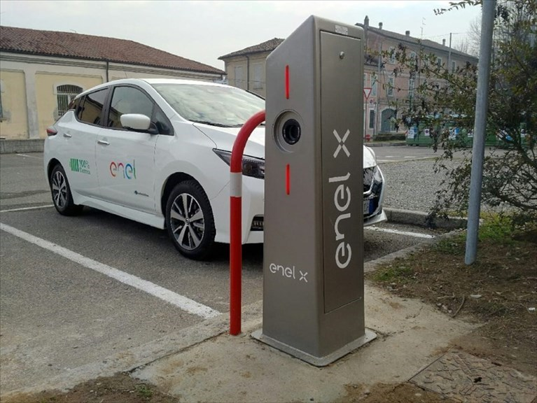 Veicoli elettrici, accordo tra il Comune di Bari e Enel X per rete di punti di ricarica