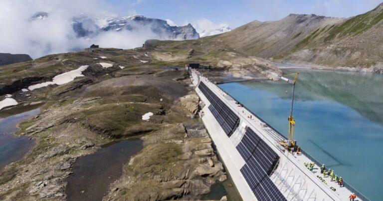 Sorge nelle Alpi svizzere la grande centrale FV con 5mila pannelli solari