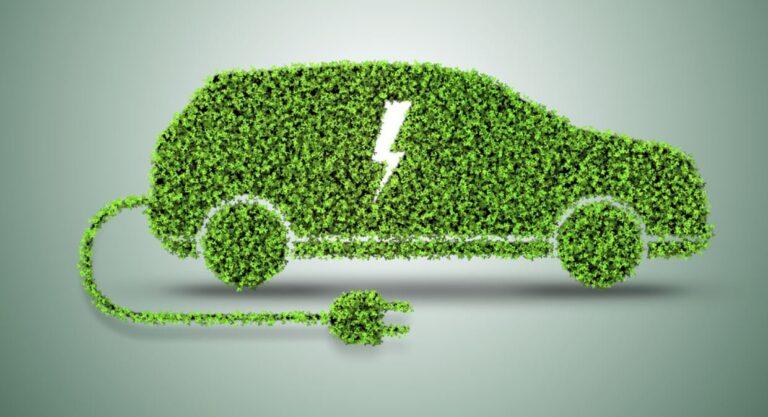 Ernst & Young, nel 2033 si venderanno più auto elettriche rispetto a quelle tradizionali