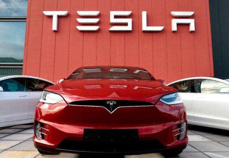 Analisi mercato, Tesla e Volkswagen trainano il boom delle auto elettriche