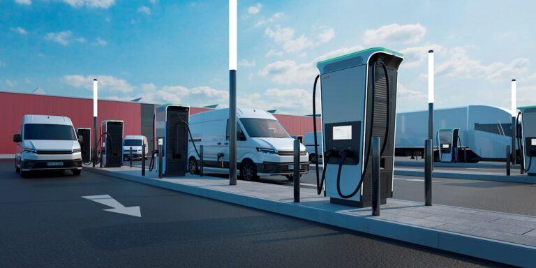 ABB, la nuova stazione per auto elettriche completa la ricarica in 15 minuti